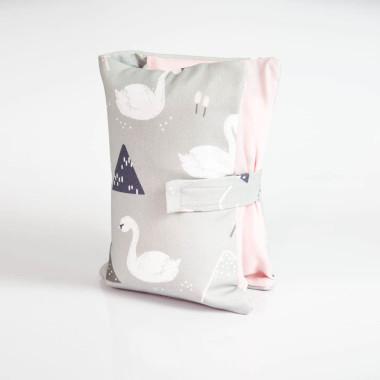 Etui, torebka na pieluchy i chusteczki - łabędzie