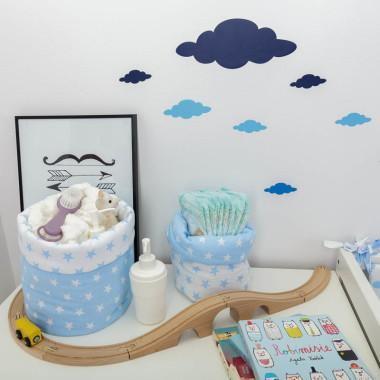 Biało-niebieska kolekcja tekstyliów dla dzieci w chmurki Blue Sky - koszyczki na drobiazgi