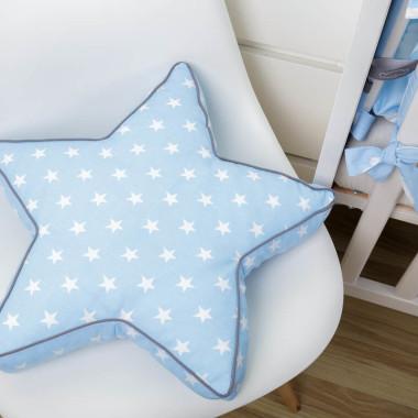 Biało-niebieska kolekcja tekstyliów dla dzieci w chmurki Blue Sky - poduszka gwiazdka