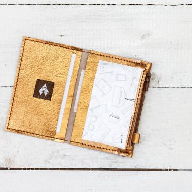 MIKRO +\- to minimalistyczny portfel/wizytownik.