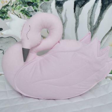 Piękna poduszka w kształcie łabędzie w kolorze różowym