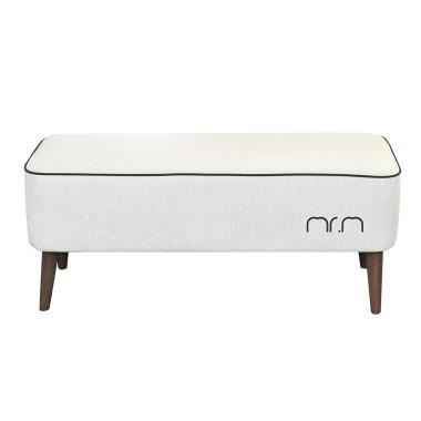 Tapicerowana ławka z drewnianymi nogami w kolorze kremowym