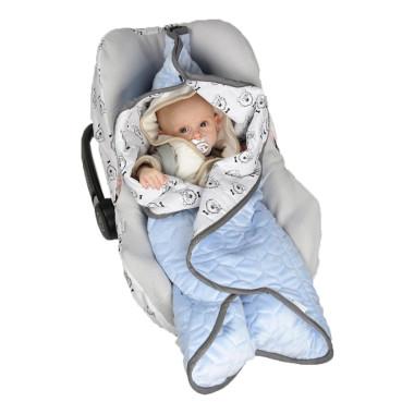 Miękki, dwustronny błękitny śpiworek dla dziecka do fotelika samochodowego