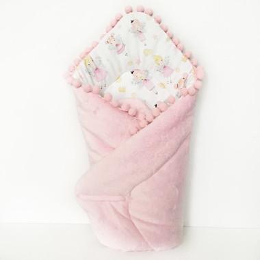 Dwustronny rożek niemowlęcy (becik) wykonany z wysokiej jakości bawełny we wróżki na białym tle oraz miękkiego i miłego w dotyku minky w gwiazdki w różowym kolorze. Z pomponikami lub bez.