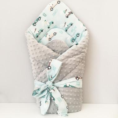 Dwustronny rożek niemowlęcy (becik) wykonany z wysokiej jakości bawełny w wyścigowe króliki oraz miękkiego i miłego w dotyku minky.