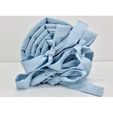 Delikatny ochraniacz do łóżeczka w pięknym odcieniu błękitu wykonany ze 100% lnu.