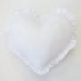 Podusia z falbanką, wypełniona kulką silikonową. Serduszko białe.