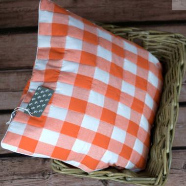 Cudna poszewka na poduszkę. Pikowany przód. Pomarańczowa kratka z białą wypustką.
