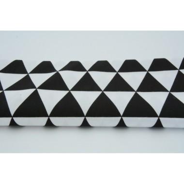 trojkąty-czarne-na-białym