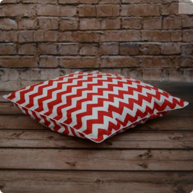 Cudna poszewka na poduszkę - zygzaki z białą wypustką.