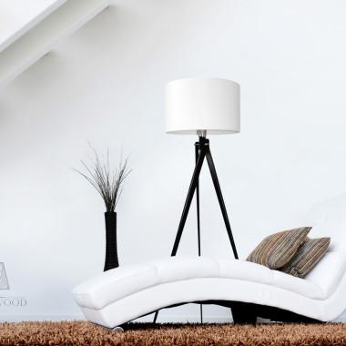 Lampa podłogowa z białym abażurem.