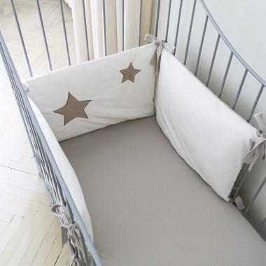 Gwiazda - dwustronny pikowany ochraniacz do łóżeczka