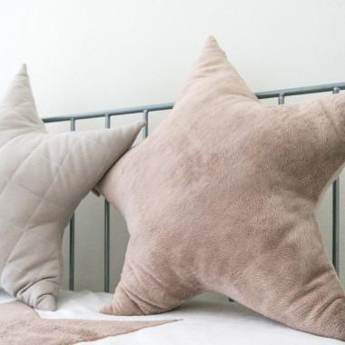 Gwiazda - poduszka ozdobna z miękkiego futerka beż
