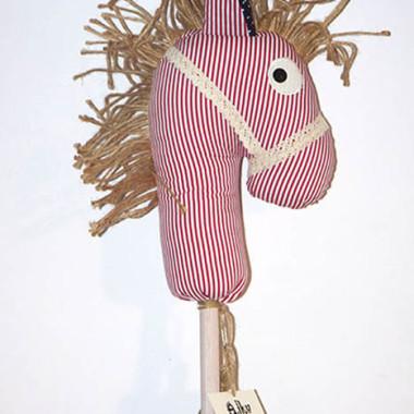 Koń na kiju Ajku