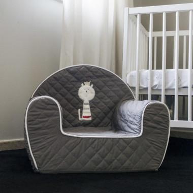 Miękkie i wygodne siedzisko dla dzieci-fotelik. Fotelik utrzymany w modnej kolorystyce szarości.