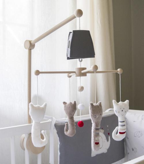 Kot Ferry - karuzela do łóżeczka z obrotową pozytywką