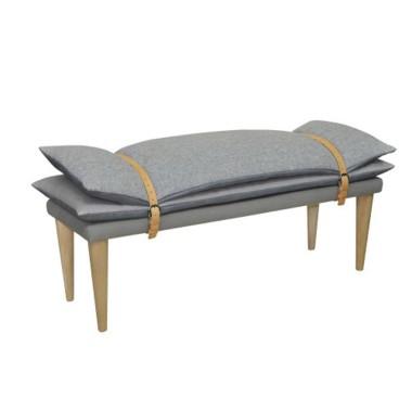 Oryginalna ławka-siedzisko z miękkimi poduchami. Mebel w  stylu minimalistycznym.