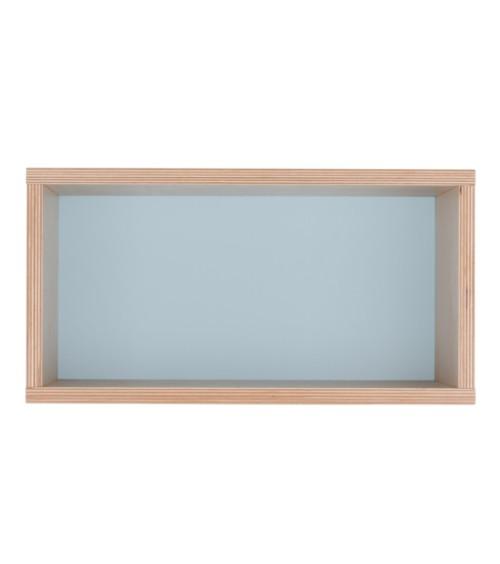 Półka obrazek z miętowym tłem.