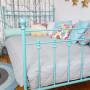 Klasyczne metalowe łóżko