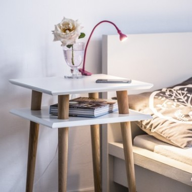 Nowoczesny, kwadratowy stolik kawowy/ ława do salonu lub pokoju dziecka. Biały