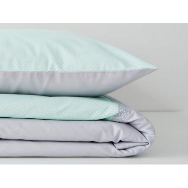 Komplet pościeli do łóżeczka w kropeczki w kolorze szaro-miętowym.