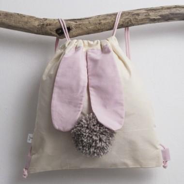 Worek z rożowymi uszami i ogonkiem królika. Idealny na kapcie lub zabawki dla przedszkolaka.