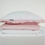 Dziecięca pościel bawełniana w kropeczki, groszki biala z falbanką w kolorze pudrowy różowy.