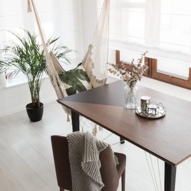 Nowoczesny stół z kolekcji 2B w kolorze orzecha amerykańskiego