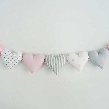Girlanda nad łóżeczko - serduszka różowo-szara