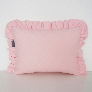 Różowa pikowana poduszka dekoracyjna z falbanką dla dzieci