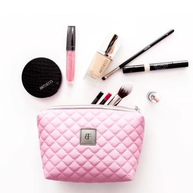 Kosmetyczka damska pikowana z serii Simple pomieści wszystkie drobiazgi