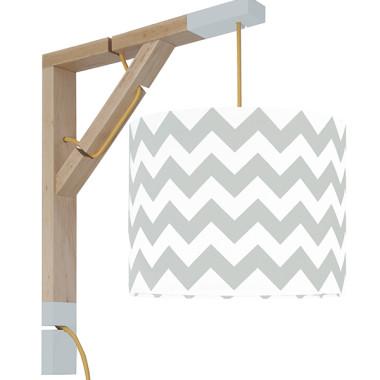 Lampa typu kinkiet nad biurko, idealne oświetlenie do pracy lub czytania lub pokoju dziecięcego. Abażur chevron inspirowany trendami designu z Nowego Jorku.