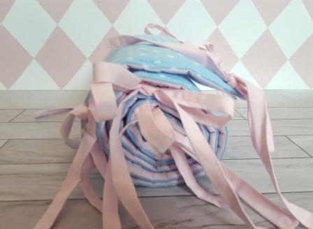 Ochraniacz z błękitnej bawełny w białe kropeczki