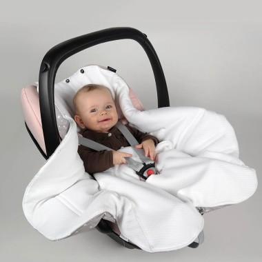Słoniki - pikowany śpiworek-otulacz do fotelika samochodowego.