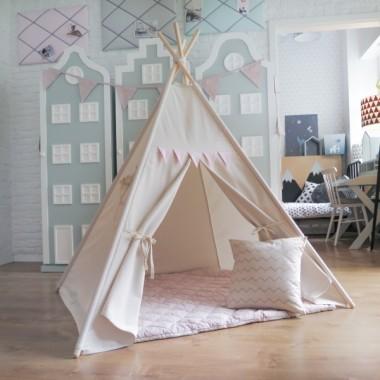 Namiot w jasnych delikatnych barwach. Można ustawić go w pokoju dziecka. Dobrze będzie wyglądał także w salonie.