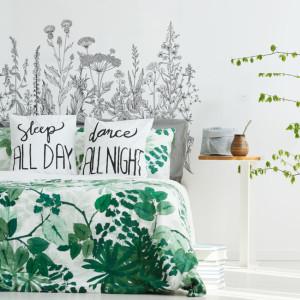 Naklejka elegancka i subtelna. Idealna do zabezpieczenia w pokoju dziecka ściany za łóżeczkiem, przewijakiem.