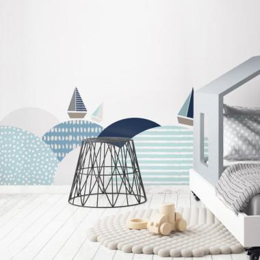 Produkt w stylu skandynawskim do pokoju dziecka. Idealny do zabezpieczenia ściany za łóżeczkiem, przewijakiem.