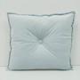 Aksamitna poduszka dla dzieci szara w kształcie kwadratu