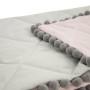 Narzuta szaro - różowa z pomponami