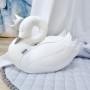 Piękna poduszka w kształcie łabędzie