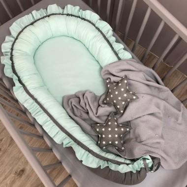 Kokon niemowlęcy miętowo-szary z falbanką