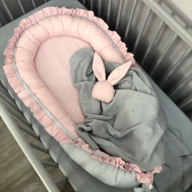 Kokon niemowlęcy różowo-szary z falbanką