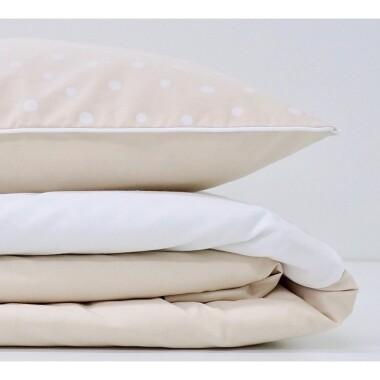 Komplet pościeli zawiera poszewkę na kołderkę i poszewkę na poduszkę. Jest to komplet bez wypełnienia idealny dla niemowląt i starszaków.