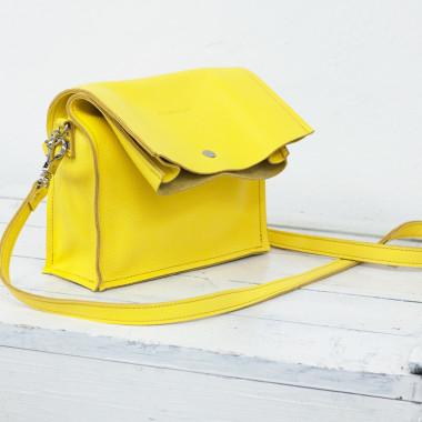 Skórzana torba z długą klapą zapinaną na napę-żółta