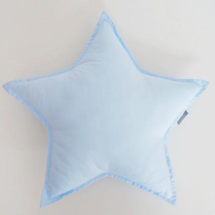 Podusia w kształcie gwiazdki jest świetnym elementem wystroju pokoju Maluszka.