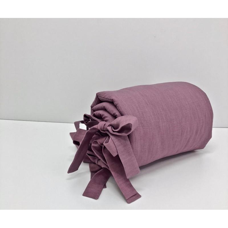 Delikatny ochraniacz do łóżeczka w pięknym odcieniu ciemnej jagody wykonany ze 100% lnu.