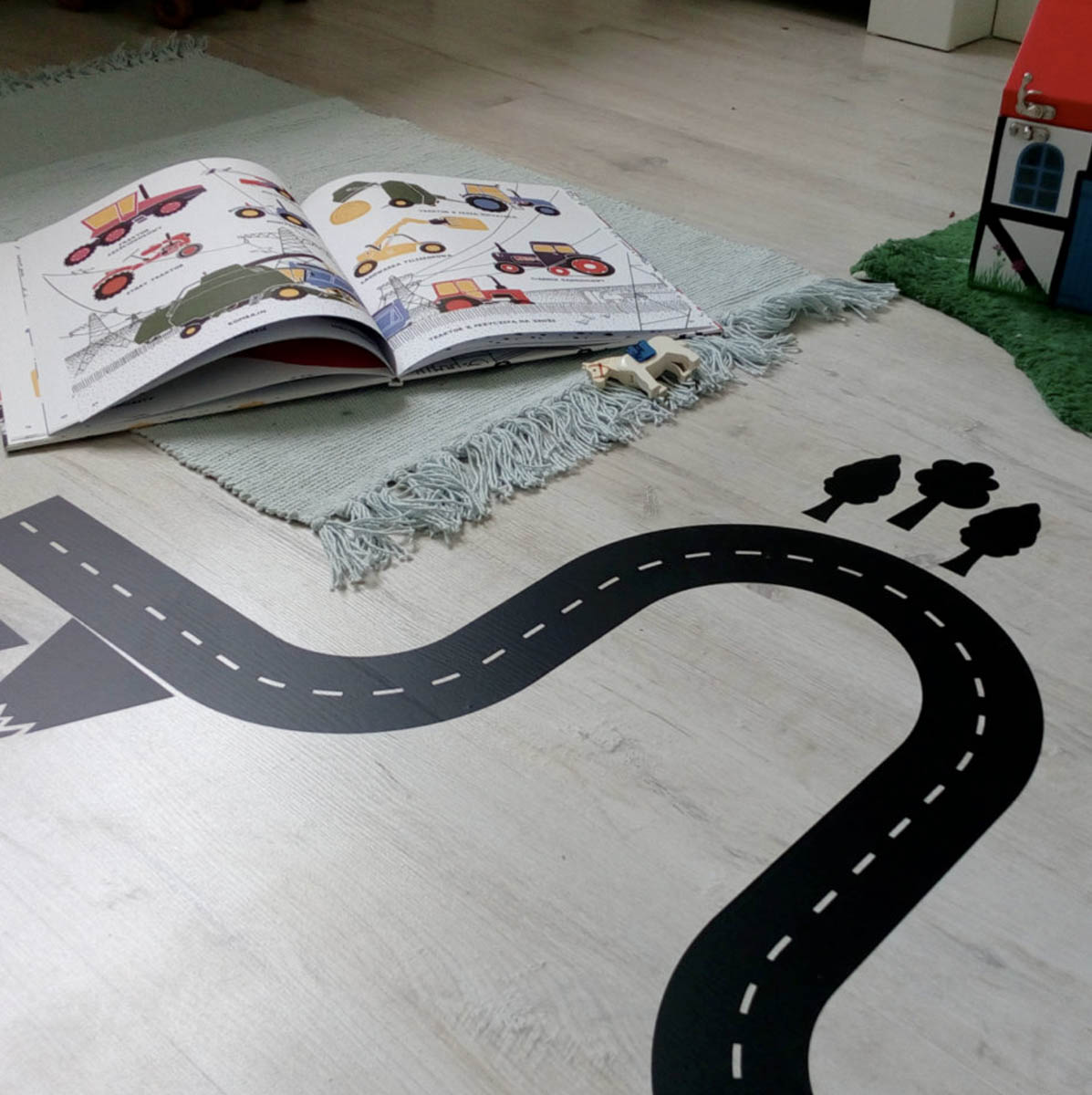 Naklejki na podłogę do pokoju dziecka. Ulica.