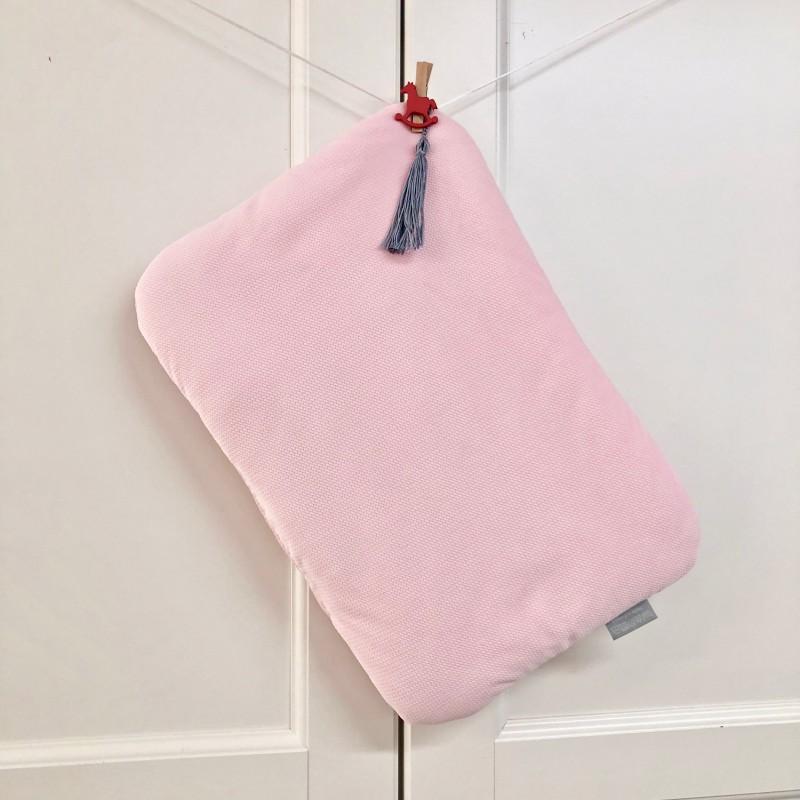 Aksamitna delikatna płaska poduszka dla niemowlaka- idealna do wózka, kołyski, kosza Mojżesza lub łóżeczka-różowa
