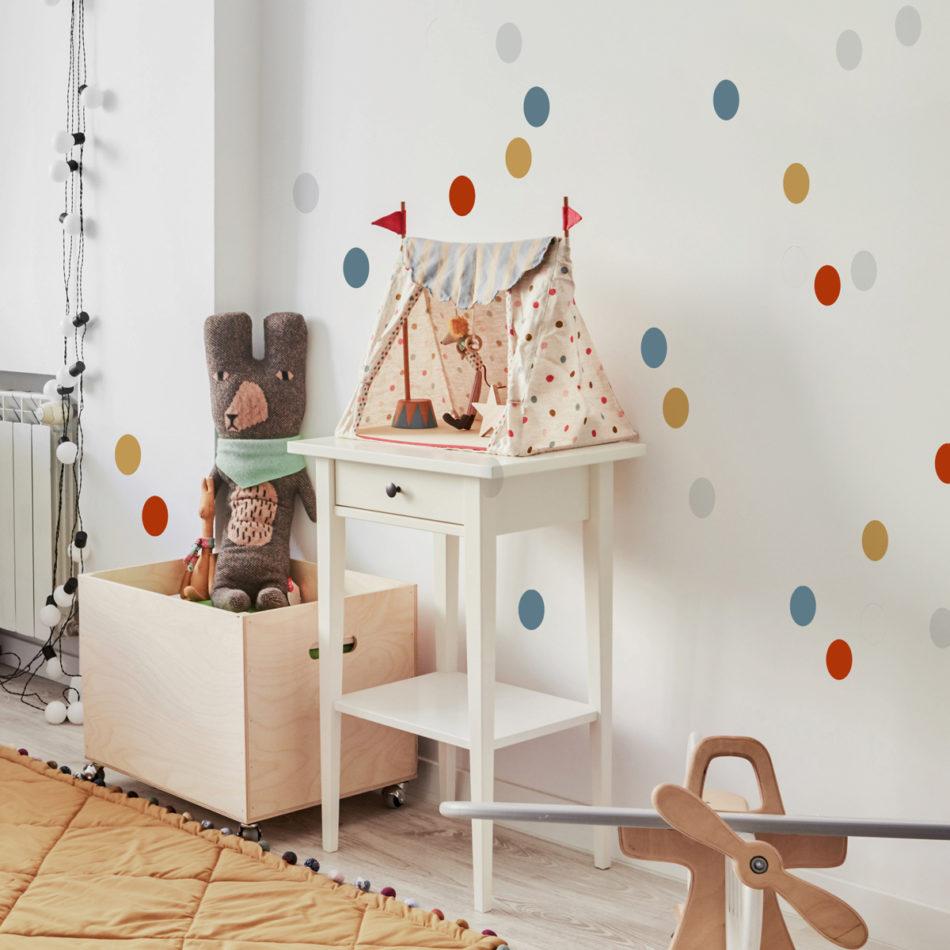 Naklejka na ścianę do pokoju dziecka. Kropki/groszki.