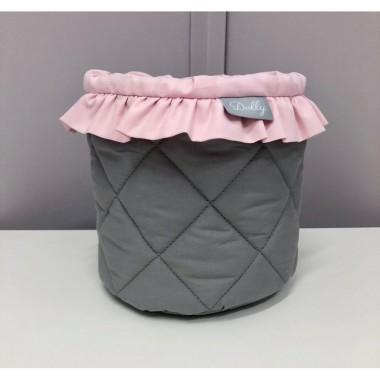 Mały grafitowy koszyczek z różową falbanką -do pokoju dziecka
